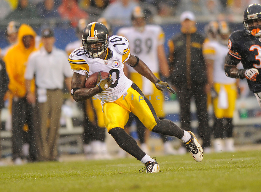 SANTONIO HOLMES,of the Pittsburgh Steelers , in action during the Steelers  game against the Chicago Bears on September 20, 2009 in Chicago, IL.  The Bears beat the Steelers 14-7.