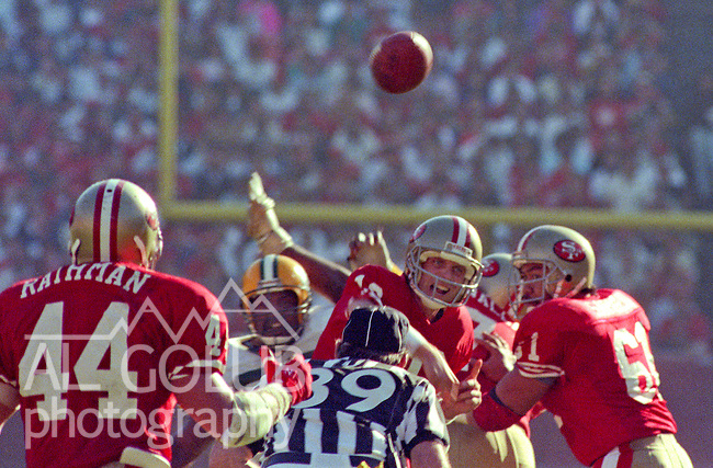 San Francisco 49ers vs Green Bay Packers at Candlestick Park Sunday, November 19, 1989..Packers beat 49ers 21-17.49er quarterback Joe Montana (16) passes to running back Rathman (44)..