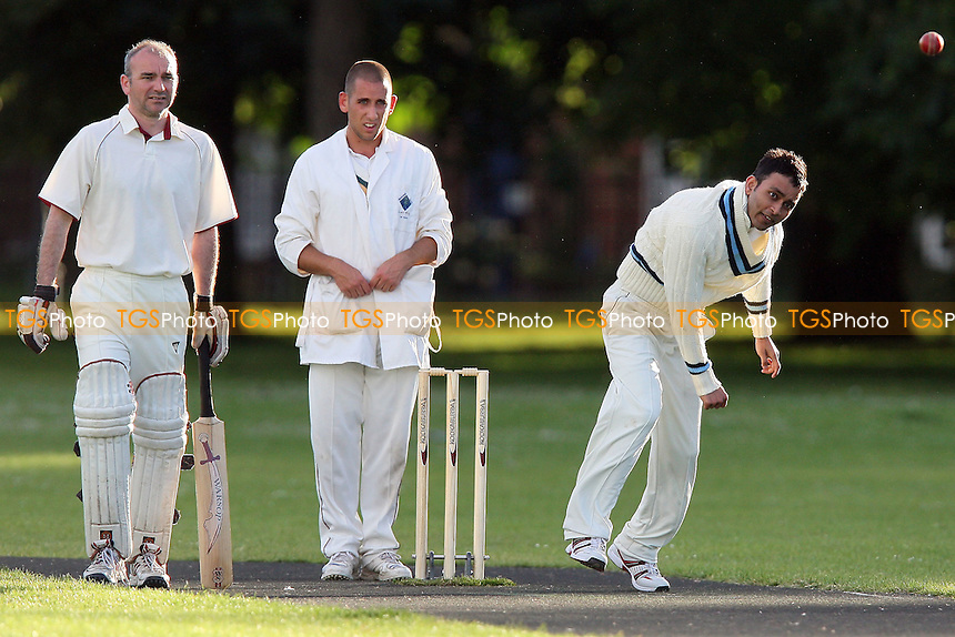 Sky CC vs Rose & Crown CC - Victoria Park Community Cricket League - 26/05/09 - MANDATORY CREDIT: Gavin Ellis/TGSPHOTO - Self billing applies where appropriate - 0845 094 6026 - contact@tgsphoto.co.uk - NO UNPAID USE.