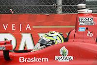 SAO PAULO, SP, 05 DE MAIO DE 2013 - INDY 300 SP - Corrida da São Paulo Indy 300 realizada na tarde deste domingo (05) no circuito de rua do Anhembi, zona norte da cidade, teve como vencedor James Hinchcliffe,  seguido de Takuma Sato, em segundo  e Marco Andretti em terceiro. Tony Kanaan se desespera quando seu carro pra na reta de chegada. FOTO: MAURICIO CAMARGO / BRAZIL PHOTO PRESS.