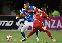 BOGOTA - COLOMBIA -23 -07-2017: Ayron del Valle (Izq) jugador de Millonarios disputa el balón con Fabio Burbano (Der) jugador de Rionegro Aguilas durante partido por la fecha 4 de la Liga Aguila II 2017 jugado en el estadio Nemesio Camacho El Campin de la ciudad de Bogota. / Ayron del Valle (L) player of Millonarios fights for the ball with Fabio Burbano (R) player of Rionegro Aguilas during match for the date 4 of the Liga Aguila II 2017 played at the Nemesio Camacho El Campin Stadium in Bogota city. Photo: VizzorImage / Gabriel Aponte / Staff.
