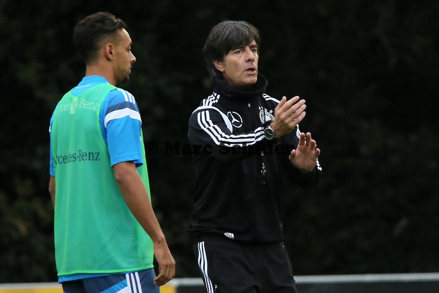 Bundestrainer Joachim Löw und Karim Bellarabi - Training der Deutschen Nationalmannschaft in Frankfurt