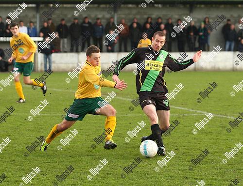 2012-03-18 / voetbal / Branddonk- Linda Olen /  Tonny Huysmans ( r. Branddonk) in duel met Steffe Baeten.