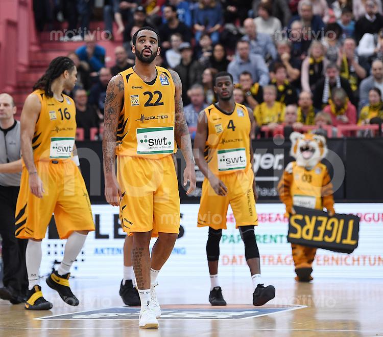 Basketball  1. Bundesliga  2016/2017  Hauptrunde  16. Spieltag  27.12.2016 Walter Tigers Tuebingen - MHP Riesen Ludwigsburg Enttaeuschung Tigers; Gary McGhee, Stanton Kidd und Julian Washburn (v.li.)