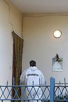 NAPOLI, ITALIA, 02.11.2016 - CRIME-ITALIA - Corpo de uma mulher foi encontrado amarrado e amordaçado no bairro de Villaricca em Napoli na Italia nesta quarta-feira, 02 (Foto: Salvatore Esposito/Brazil Photo Press)