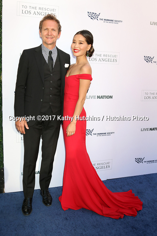 LOS ANGELES - APR 22:  Sebastian Roche, Alicia Hannah at the 2017 The Humane Society Gala at Parmount Studios on April 22, 2017 in Los Angeles, CA