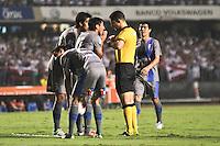 ATENÇÃO EDITOR: FOTO EMBARGADA PARA VEÍCULOS INTERNACIONAIS SÃO PAULO,SP,28 NOVEMBRO 2012 - COPA SULAMERICANA - SÃO PAULO (BRA) x UNIVERSIDAD CATÓLICA (CHI) - jogadores douniversidad catolica durante partida São Paulo x Uniersidad Católica  válido pelas semi final  da copa sulameircana no Estádio Cicero Pompeu de Toledo  (Morumbi), na região sul da capital paulista na noite quarta feira (28).(FOTO: ALE VIANNA -BRAZIL PHOTO PRESS).