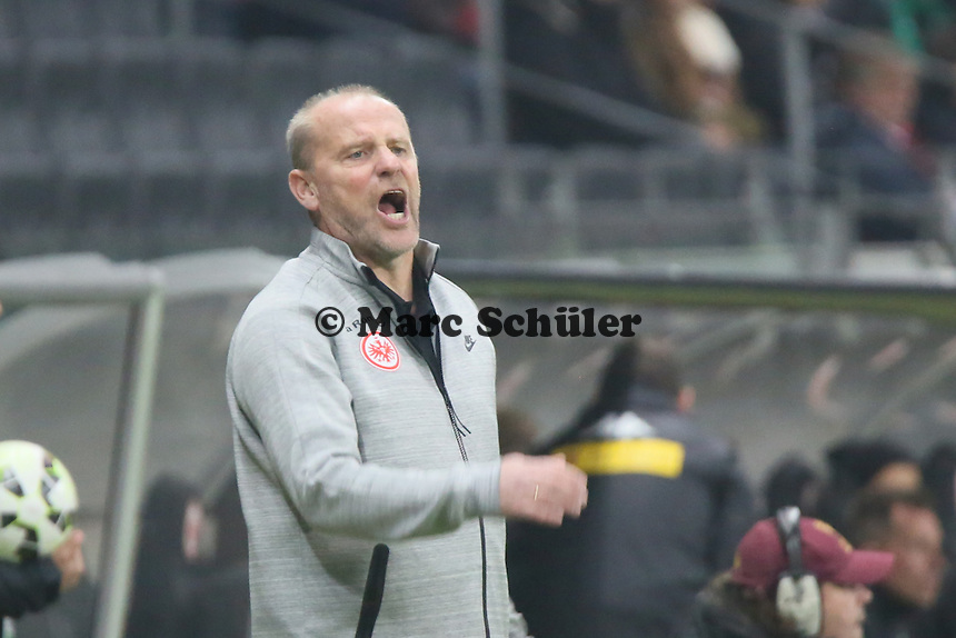 Trainer Thomas Schaaf (Eintracht) regt sich auf - Eintracht Frankfurt vs. Borussia Mönchengladbach, DFB-Pokal 2. Runde, Commerzbank Arena