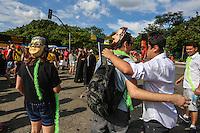 SÃO PAULO,SP, 30.01.2016 - CARNAVAL-SP - Foliões se divertem no bloco  Unidos pela Lava Jato na região do Parque do Ibirapuera, zona sul de São Paulo, neste sábado, 30.  (Foto: William Volcov/Brazil Photo Press/Folhapress)