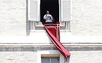 Papa Francesco recita l'Angelus domenicale, affacciato dalla finestra del suo studio in Piazza San Pietro, Citta' del Vaticano, 25 giugno, 2017.<br /> Pope Francis recites the Sunday Angelus noon prayer from the window of his studio overlooking St.Peter's Square, at the Vatican, on June 25, 2017.<br /> UPDATE IMAGES PRESS/Isabella Bonotto<br /> <br /> STRICTLY ONLY FOR EDITORIAL USE