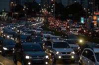 SAO PAULO, SP, 22 DE MARÇO DE 2013 - TRANSITO SÃO PAULO: Trânsito na Av. 23 de Maio sentido bairro, próximo ao Parque do Ibirapuera, zona sul de São Paulo na tarde desta sexta feira (22). (FOTO: LEVI BIANCO / BRAZIL PHOTO PRESS).