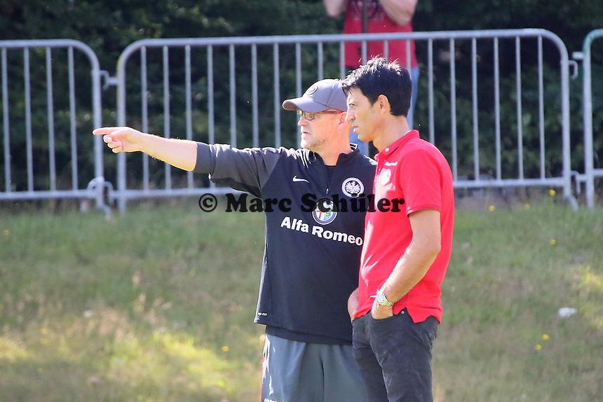 Trainer Thomas Schaaf (Eintracht) mit Manager Bruno Hübner - Eintracht Frankfurt Trainingsauftakt, Commerzbank Arena