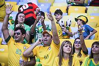 RIO DE JANEIRO, RJ, 02.06.2013 - AMISTOSO INTERNACIONAL / BRASIL X INGLATERRA - Torcedores no Estádio do Maracanã onde logo mais acontece a partida amistosa entre Brasil x Inglaterra no Rio de Janeiro, neste domingo (02). (Foto: William Volcov / Brazil Photo Press).