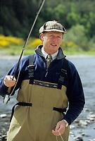 """Europe/Grande-Bretagne/Ecosse/Moray/Speyside/Spey River : Ian Gordon """"gilly"""" guide de pêche - Pêche au saumon à la mouche [Non destiné à un usage publicitaire - Not intended for an advertising use]"""
