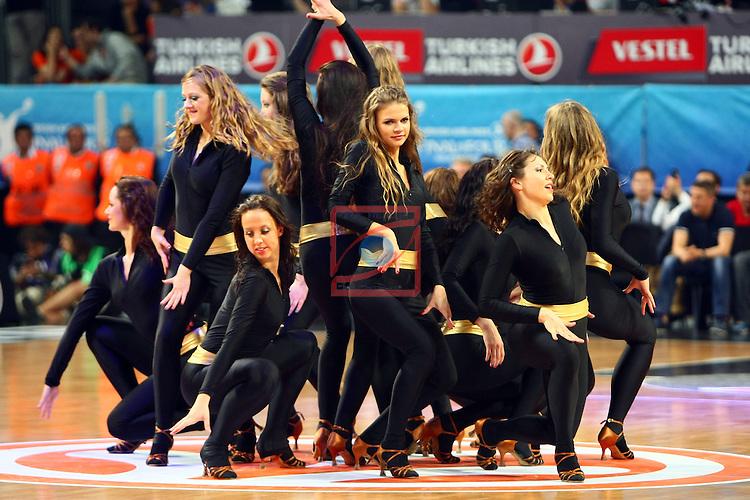 Zalgiris Cheerleaders (Cheer up Dancer). Olympiacos Piraeus vs FC Barcelona Regal: 68-64 - Semifinal Final Four Istanbul 2012.