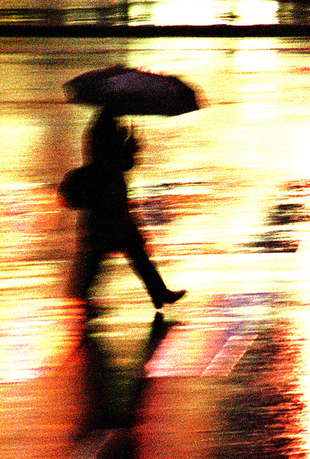 Pieton avec parapluie. *** Pedestrian with an umbrella.