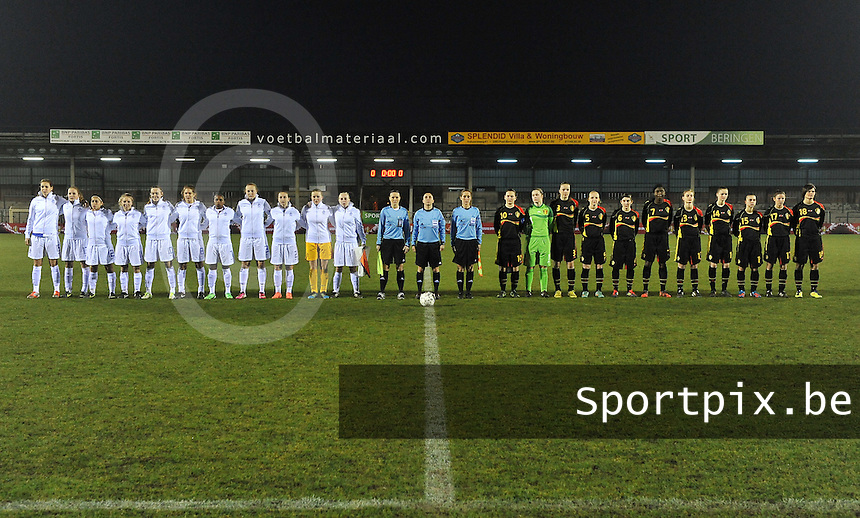Netherlands U17 - Belgium U17 : beide teams bij de hymnes.foto Joke Vuylsteke / Vrouwenteam.be