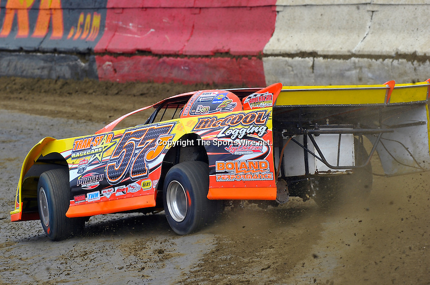 Feb 06, 2010; 1:16:44 PM; Gibsonton, FL., USA; The Lucas Oil Dirt Late Model Racing Series running The 34th Annual Dart WinterNationals at East Bay Raceway Park.  Mandatory Credit: (thesportswire.net)