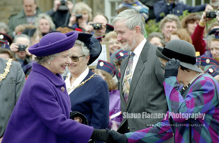 Pix: Shaun Flannery/shaunflanneryphotography.com<br /> <br /> COPYRIGHT PICTURE&gt;&gt;SHAUN FLANNERY&gt;01302-570814&gt;&gt;07778315553&gt;&gt;<br /> <br /> 25th March 1994.<br /> HRH The Queen visits the Church Lads' and Church Girls' Brigade headquarters at Wath-upon-Dearne nr. Rotherham as part of her visit to South Yorkshire.