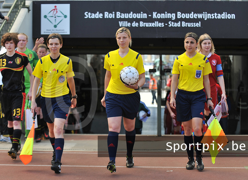 20140407 - BRUSSELS , BELGIUM : Referees pictured with French Aurelie Efe (right) , Roumanian Cristina Bujor (middle) and Polish Katarzyna Wasiak (left) during the female soccer match between CZECH REPUBLIC U19 and BELGIUM U19 , in the second game of the Elite round in group 4 in the UEFA European Women's Under 19 competition 2014 in the Koning Boudewijn Stadion , Monday 7 April 2014 in Brussels . PHOTO DAVID CATRY