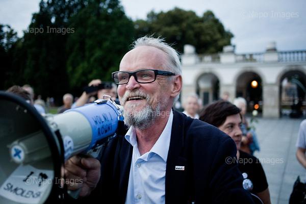 WARSZAWA, 10/07/2017:<br /> Demonstracja opozycji tzw. &quot;Kontrmiesiecznica smolenska&quot;, przeciwko upolitycznianiu tragedii Smolenskiej. n/z lider Obywateli RP Pawel Kasprzak.<br /> Fot: Piotr Malecki / Napo Images<br /> <br /> WARSAW, POLAND, JULY 10, 2017:<br /> Oposition demonstration against politicizing the Smolensk crash tragedy, during the monthly commemoration oficially organized by the PiS (Law and Justice) led government.<br /> (Photo by Piotr Malecki / Napo Images)