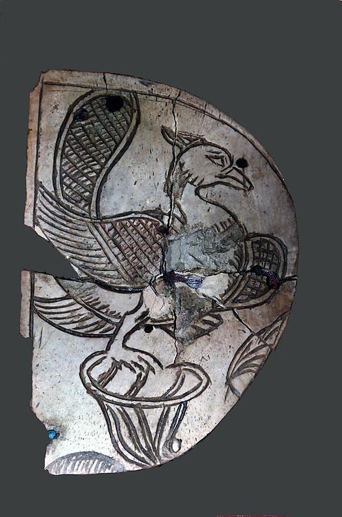 Le Trésor de Begrâm , bronzes, verreries et ivoires decouvert par joseph Hackin en 1937 . Les objets, datant du IIIe siècle avant J.-C. au Ier siècle après J.-C., proviennent de deux chambres soigneusement murees.