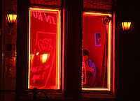 A girls watch her celphone at Red Light District in Amsterdam,Netherlands - Photo by Paulo Amorim