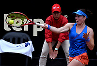 BOGOTÁ-COLOMBIA, 11-04-2019: Tamara Zidansek de Eslovenia, devuelve la bola a Sachia Vickery de Estados Unidos, durante partido por el Claro Colsanitas WTA, que se realiza en el Carmel Club en la ciudad de Bogotá. / Tamara Zidansek of Slovenia, returns the ball against Sachia Vickery of United States, during a match for the WTA Claro Colsanitas, which takes place at Carmel Club in Bogota city. / Photo: VizzorImage / Luis Ramírez / Staff.