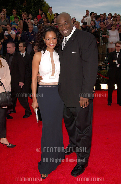 12MAR2000: Actor MICHAEL CLARKE DUNCAN & actress GARCELLE BEAUVAIS at the 6th Annual Screen Actors Guild Awards in Los Angeles..© Paul Smith / Featureflash