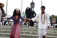 ATENÇAO EDITOR  FOTO EMBARGADA PARA VEICULOS INTERNACIONAIS   - RIO DE JANEIRO 20 DE NOVEMBRO 2012 - HOMENAGEM DE PELO DIA DE ZUMBI DE PALMARES - Nesta manha de terça (20) grandes homenagem a Zumbi de Palmares enfrente a estatua situada na avenida Presidente Vargas no centro da capital fluminense.  <br /> FOTO RONALDO BRANDAO / BRAZIL PHOTO PRESS