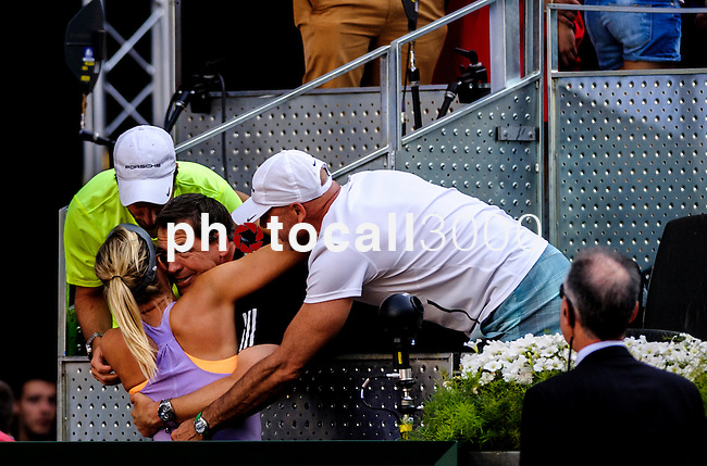 "Russian tennis player Maria Sharapova celebrates with her family after winning the women's singles final tennis match against Romanian tennis player Simona Halep at the Madrid Masters at the ""Caja Magica"" sports complex in Madrid on May 11, 2014.<br /> <br /> Photocall3000/Daniel Calleja"