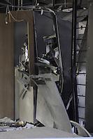 SANTO ANDRE, SP, 23 de MAIO2013,SP- Ladroes fortemente armados explodiram 3 caixas eletronico dentro de uma agencia bancaria na Av Itamarati 2373 Bairro Curuça em Santo Andre no ABC ainda nao se sabe o valor que foi levado. .FOTO:ADRIANO LIMA / BRAZIL PHOTO PRESS).