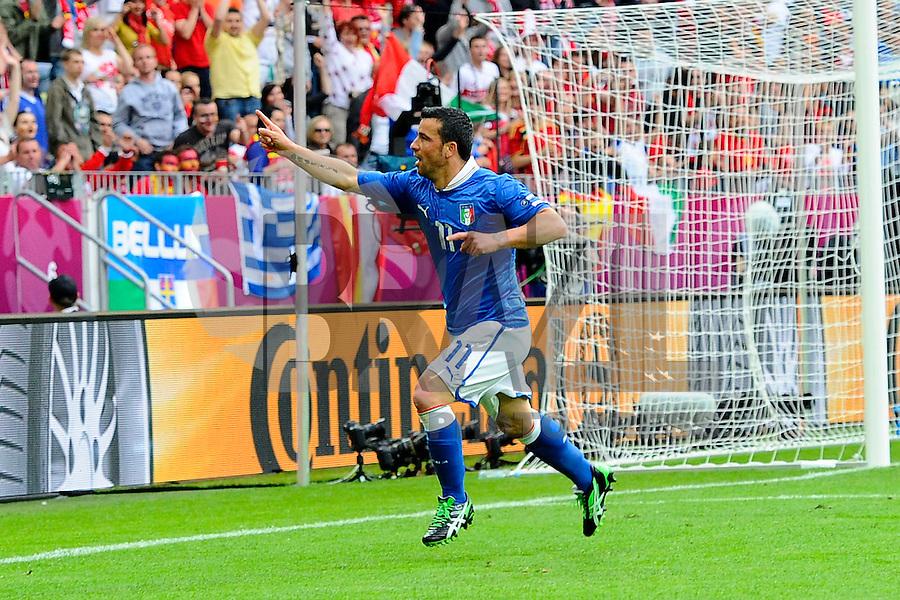 GDANSK, POLONIA, 10 JUNHO 2012 - EURO 2012 -  ESPANHA X ITALIA - Antonio Di Natale jogador da Italia (D) comemora o seu gol em partida contra a Espanha, em jogo valido pela primeira rodada do Grupo C, na Arena de Gdansk na Polonia neste domingo, 10. (FOTO: DANIELE BUFFA / PIXATHLON / BRAZIL PHOTO PRESS.