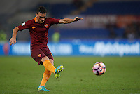 Calcio, Serie A: Roma vs Inter. Roma, stadio Olimpico, 2 ottobre 2016.<br /> Roma's Alessandro Florenzi kicks the ball during the Italian Serie A football match between Roma and FC Inter at Rome's Olympic stadium, 2 October 2016.<br /> UPDATE IMAGES PRESS/Isabella Bonotto