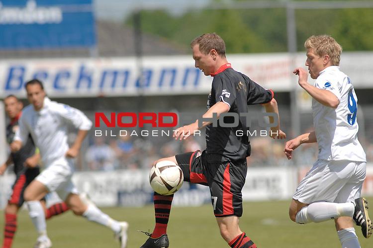 3. FBL 2008/2009 29. Spieltag RŁckrunde BSV Kickers Emden vs. Union Berlin , Patrik Kohlmann (Berlin #7, schwarz) gegen Andreas Meyer (Emden #9 weiŖ) , Foto © nph (nordphoto)
