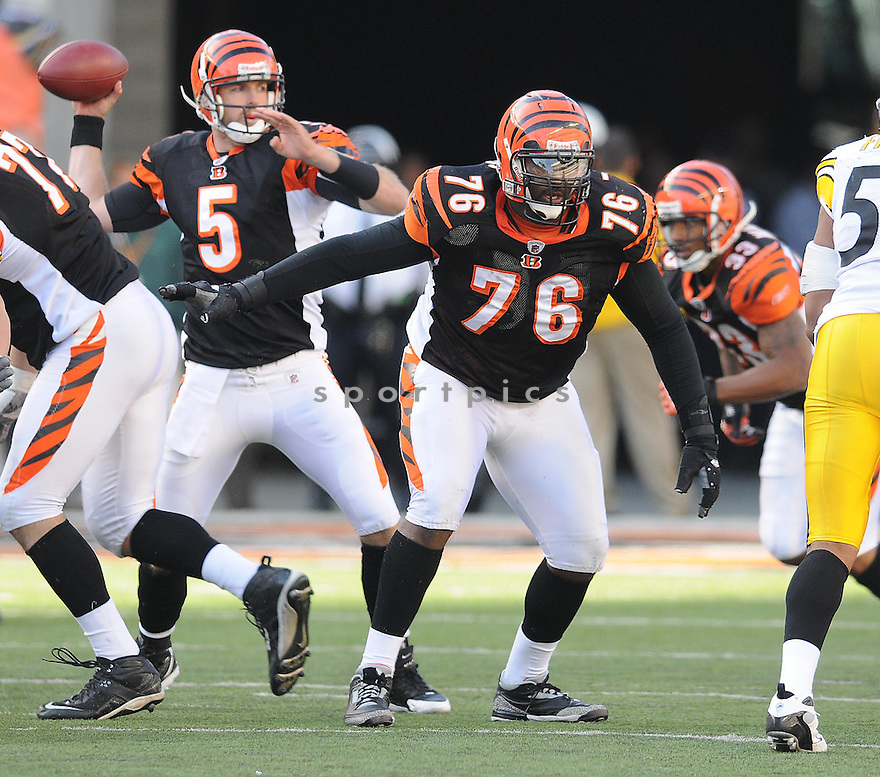 LEVI JONES, of the Cincinnati Bengals in action against the Pittsburgh Steeler during the Bengals game in CIncinnati, OH  on October 19, 2008...The Steelers won the game 38-10.