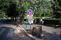Degrado nel quartiere di San Paolo non distante dal centro di Roma.<br /> Street signal in the San Paolo neighborhood