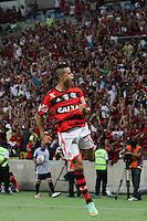 RIO DE JANEIRO, RJ, 12.03.2014 -Éverton do Flamengo comemora seu gol durante a partida contra o Bolívar (BOL) pela terceira rodada do Grupo 7 da Libertadores no Estádio Mário Filho, o Maracanã . (Foto. Néstor J. Beremblum / Brazil Photo Press)