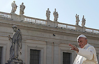 Papa Francesco saluta i fedeli al termine dell'udienza generale del mercoledi' in Piazza San Pietro, Citta' del Vaticano, 8 novembre, 2017.<br /> Pope Francis waves to faithful as he leaveat the end of his weekly general audience in St. Peter's Square at the Vatican, on November 8, 2017.<br /> UPDATE IMAGES PRESS/IsabellaBonotto<br /> <br /> STRICTLY ONLY FOR EDITORIAL USE