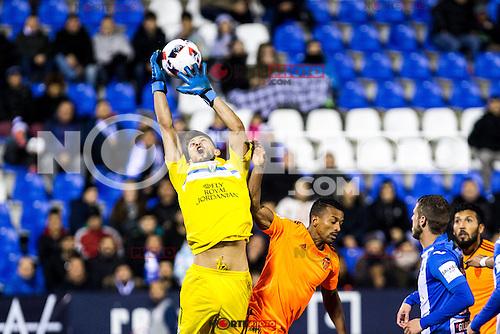 "Club Deportivo Leganes's Alberto Brignoli and Valencia's Nani Almeida during the match of ""Copa del Rey"" between CD Leganes and Valencia CF at Butarque Stadium in Leganes, Spain. November 29, 2016. (ALTERPHOTOS/Rodrigo Jimenez) /NORTEPHOTO.COM"