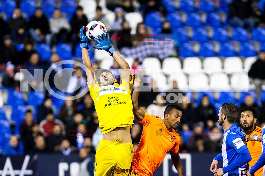 "Club Deportivo Leganes's Alberto Brignoli and Valencia's Nani Almeida during the match of ""Copa del Rey"" between CD Leganes and Valencia CF at Butarque Stadium in Leganes, Spain. November 29, 2016. (ALTERPHOTOS/Rodrigo Jimenez) /NORTEPHOTO.COM"