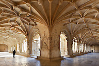 Portugal, Belem: Vaulted cloisters of Mosteiro dos Jeronimos (Jeronimos monastery) | Portugal, Belem: Kreuzgang im Mosteiro dos Jeronimos (Jeronimos Kloster)