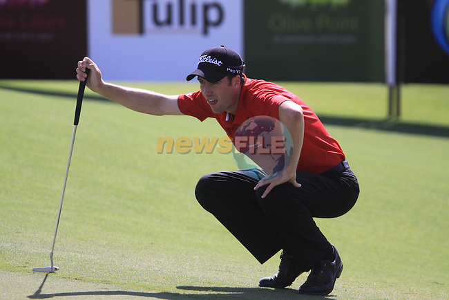 Ross Fisher lines up his putt on the 3rd green during the opening round of Day 1 at the Dubai World Championship Golf in Jumeirah, Earth Course, Golf Estates, Dubai  UAE, 19th November 2009 (Photo by Eoin Clarke/GOLFFILE)