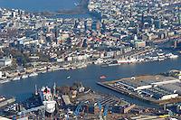 4415/ Blohm und Voss: EUROPA, DEUTSCHLAND, HAMBURG, (EUROPE, GERMANY), 14.11.2005:Die deutsche Werft Blohm und Voss ist ein Tochterunternehmen  der ThyssenKrupp AG. Man hat sich heute auf Marineschiffe, schnelle Faehr- und Passagierschiffe wie im Bild die Queen Mary 2 sowie Mega-Yachten spezialisiert. Auf der anderen Elbseite ist Hamburg mit seiner innetadt zu sehen..