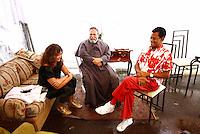 COTIA, SP, 16.02.2014 - O CANTOR JAIR RODRIGUES EM EVENTO RELIGIOSO NA CIDADE DE COTIA - Clodine Mello(esposa de jair Rodrigues), o Padre Antonio Maria e o cantor Jair Rodrigues durante evento em que Jair Rodrigues cantou para centenas de pessoas no Ginasio Esportivo de Cotia no evento denominado incendeia Cotia neste domingo (16) - FOTO ARQUIVO -  (Foto: Aloisio Mauricio / Brazil Photo Press)