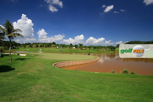 The par3 17th green during Thursday's Round 1 of the 2011 Iskandar Johor Open, Horizon Hills Golf Club, Johor, Malaysia, 15th November 2011 (Photo Eoin Clarke/www.golffile.ie)