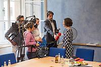 Die Berliner Wirtschaftssenatorin Ramona Pop (Buendnis 90/Die Gruenen) stellte am Montag den 27. August 2018 den Wirtschafts- und Innovationsbericht 2017/2018 vor. Die Senatsverwaltung fuer Wirtschaft, Energie und Betriebe gibt mit dem Bericht einen detaillierten Ueberblick ueber die Aktivitaeten der Berliner Wirtschaftspolitik.<br /> Im Bild: Ramona Pop beim Interview mit Journalisten des Rundfunk Berlin Brandenburg - rbb.<br /> 27.8.2018, Berlin<br /> Copyright: Christian-Ditsch.de<br /> [Inhaltsveraendernde Manipulation des Fotos nur nach ausdruecklicher Genehmigung des Fotografen. Vereinbarungen ueber Abtretung von Persoenlichkeitsrechten/Model Release der abgebildeten Person/Personen liegen nicht vor. NO MODEL RELEASE! Nur fuer Redaktionelle Zwecke. Don't publish without copyright Christian-Ditsch.de, Veroeffentlichung nur mit Fotografennennung, sowie gegen Honorar, MwSt. und Beleg. Konto: I N G - D i B a, IBAN DE58500105175400192269, BIC INGDDEFFXXX, Kontakt: post@christian-ditsch.de<br /> Bei der Bearbeitung der Dateiinformationen darf die Urheberkennzeichnung in den EXIF- und  IPTC-Daten nicht entfernt werden, diese sind in digitalen Medien nach &sect;95c UrhG rechtlich geschuetzt. Der Urhebervermerk wird gemaess &sect;13 UrhG verlangt.]