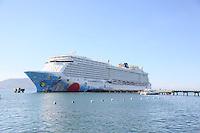 Norwegian Breakaway im Hafen von Fort-de-France auf Martinique