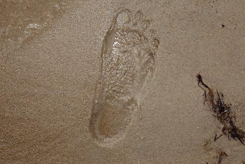 Footprint in the sand. Photo: Kim Rask/Scouterna