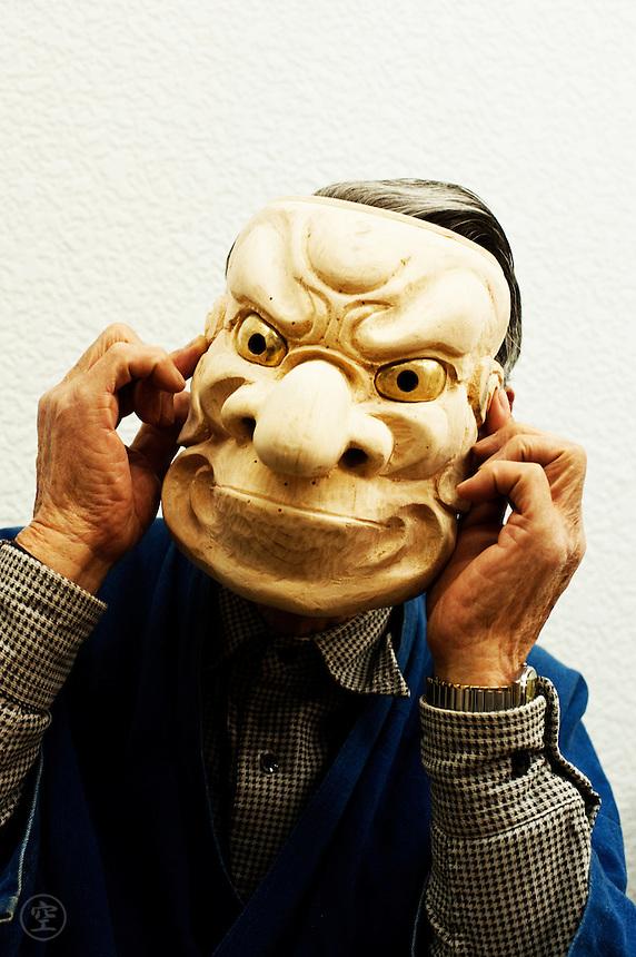 Hizawa Koun and (Obeshimi?) mask - his own work.